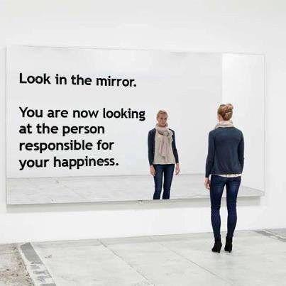 Wij neigen er naar anderen nodig te hebben om ons gelukkig te voelen. 'Eindelijk heb ik de partner gevonden die mij gelukkig gaat maken...' Nogal een verantwoordelijkheid die je bij de ander neerlegt. En met deze verwachtingen (die de ander niet waar kan maken) loopt de relatie hier uiteindelijk op stuk. Er is maar één persoon die verantwoordelijk is voor jouw geluk. En dat ben jij zelf... ;)
