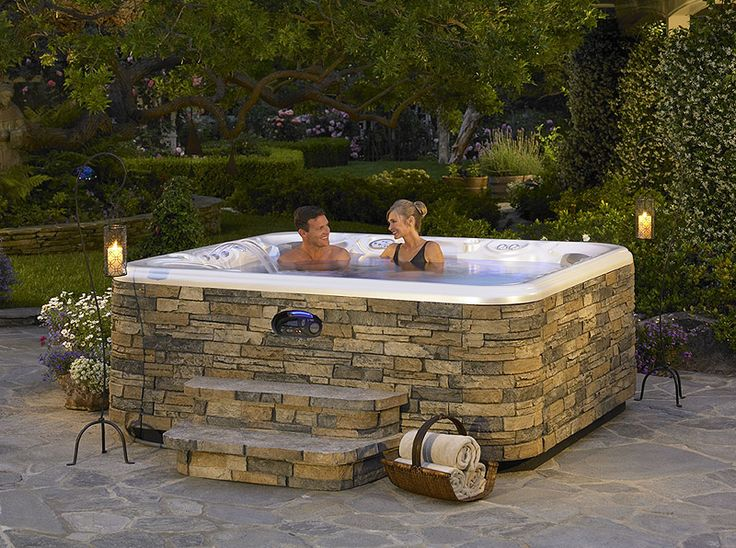 Amazing outdoor hot tub. Talk about a great weekend getaway!