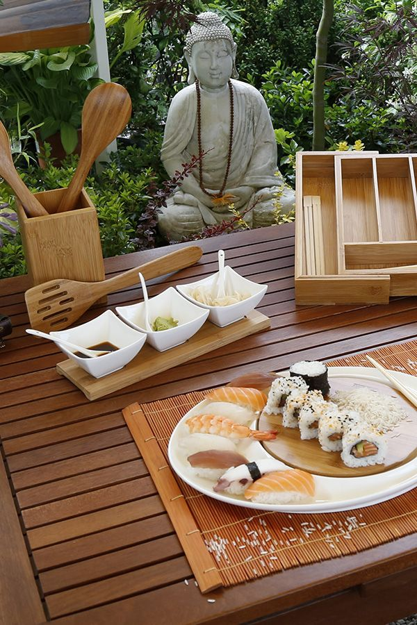 Everything is ready for a meal with friends! #food #OrientalScent #table