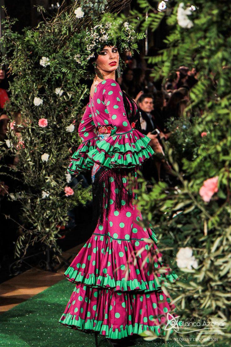 #BlancoAzahar en el desfile #WeLoveFlamenco Rocio Peralta Moda Flamenca nos enamora con su colección #Montpensier  #fashion #moda #ModaFlamenca #Sevilla #HotelAlfonsoXIII #flamenca2018 #spain #RocíoPeralta #fotografía by Lola Montiel