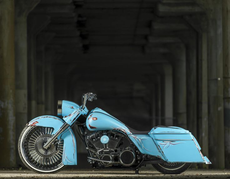 2009 H-D Road King bagger from Barnyard Baggers
