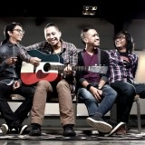 The Rain adalah grup band pop asal Yogyakarta yang dinaungi Indra Prasta (Vokal, Gitar, Harmonika), Iwan Tanda (Gitar, Vokal), Ipul Bahr (Bass), dan Aang Anggoro (Drum)