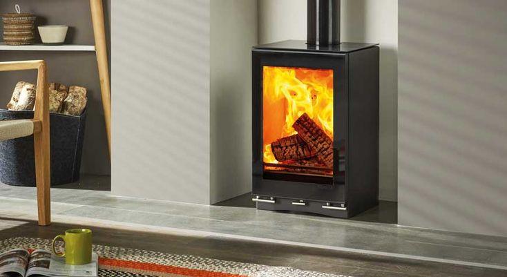 Stovax - Le poêle à bois Vision Petit T avec plaque en verre céramique et conduit noir brillant.  #poêle #bois #chauffage #feu #flammes #cheminée #âtre