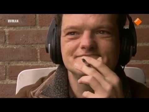 Ik hoor hier niet thuis Peter Schuster woont in een instelling voor verstandelijk gehandicapten in Purmerend. Regelmatig ontploft er iets in zijn hoofd waardoor hij alle controle verliest. Met drummen en pianospelen weet hij zijn gedrag...Meer Peter Schuster woont in een instelling voor verstandelijk gehandicapten in Purmerend. Regelmatig ontploft er iets in zijn hoofd waardoor hij alle controle verliest. Met drummen en pianospelen weet hij zijn gedragsproblemen te beteugelen en indruk te…
