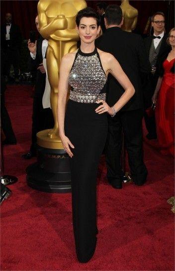 Look delle star agli Oscar 2014: Anne Hathaway in Gucci