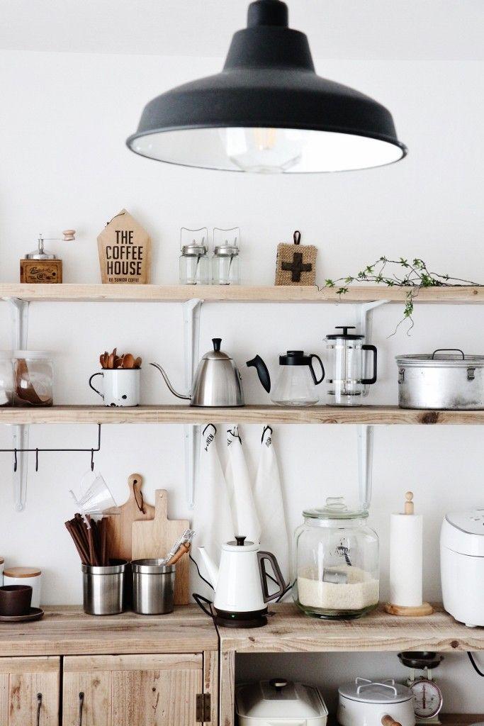 ●セリア×ラップ*キッチン収納あるあるを解決!!!食器棚の中身も公開 ... キッチンペーパーホルダーは 吊るすタイプ、立てるタイプいろいろありますが大体今使っている1本を収納するものですよね?