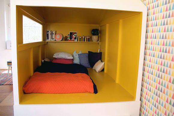 fantástico cama da cabine artesanal no quarto de uma criança em França - o amor!