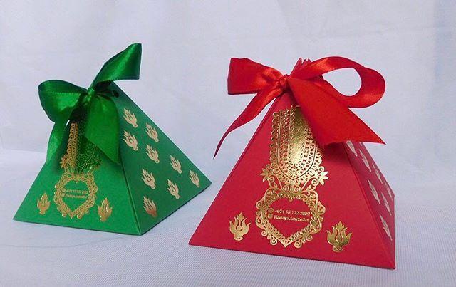 علب جميلة تراثية على شكل ثوب نشل مناسبة للقيرقيعان وحق الليله وللعبد الوطني ولوضع الهدايا فيها nailpolish #giveaways #table #skirt #mini #bags #babyshower #perfume #wedding #party #boxes #cards #hadaya #graduacion #هدايا # توزيعات #عطور #علب #تخرج #حفلة #اكياسى #مفارش #اعراس #مناسبات #استقبال #تذكار #ضيوف #طلاء أظافر #قرقيعان #حق الليله #evedeso #eventdesignsource - posted by هدايا و توزيعات https://www.instagram.com/hadaya.tawze3at. See more Baby Shower Designs at http://Evedeso.com