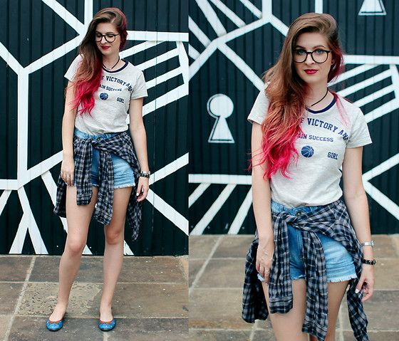 Get this look: http://lb.nu/look/8076394  More looks by Camila Rech: http://lb.nu/rechcamila  Items in this look:  Gang T Shirt, Youcom Shorts, Alice De Copas Flats   #jeans #patches #flats #navy #college #shirt #gang #alternative #comfy