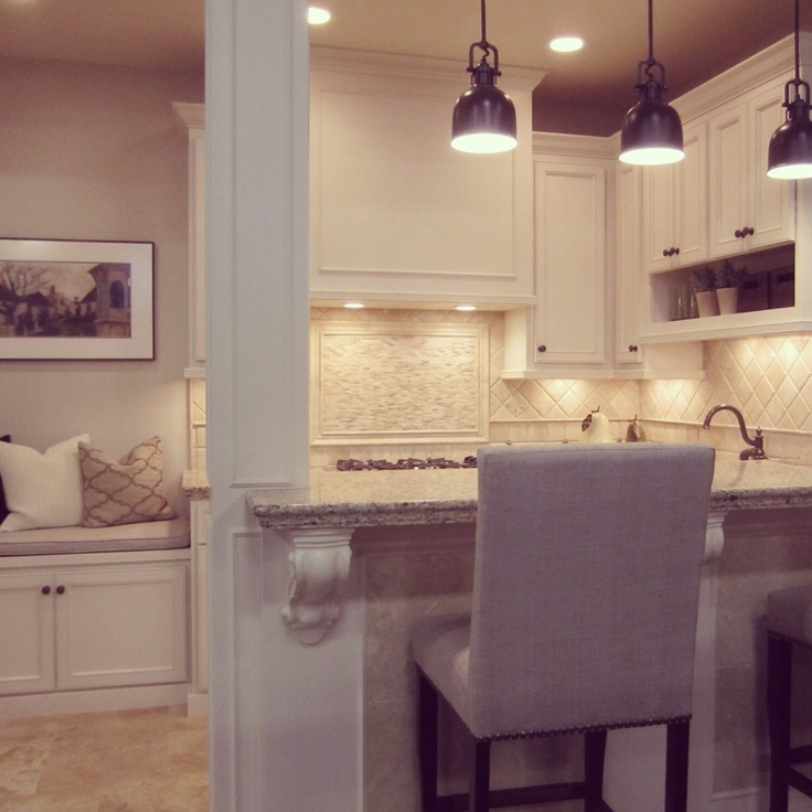 A transitional kitchen design with travertine backsplash