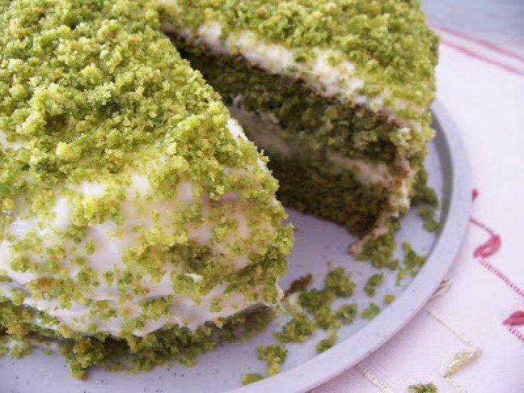 Ispanaklı Kek                        -  Zehra Şener #yemekmutfak Ispanaklı kek yiyenlerin şam fıstıklı zannettiği, güzel görünümlü, son derece lezzetli, hafif  ve sıradışı bir kektir.