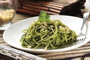 Espagueti al cilantro con piñones | Cocina y Comparte | Recetas de @cocina al natural