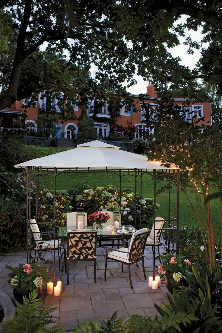 A garden setting youu0027d never want to leave!! Set the scene with