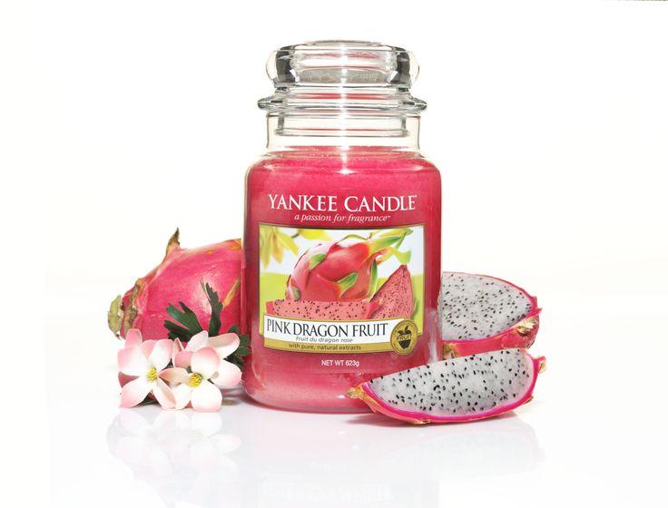 Pink Dragonfruit. Färgglad och spännande ... Det ligger en känsla av äventyr bakom den söta aromen hos denna tropiska frukt. #YankeeCandle #PinkDragonfruit