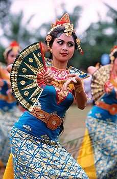 traditional festival in the town of Ubud, Bali #indonesian fashion  #indonesian culture  http://indostyles.com/