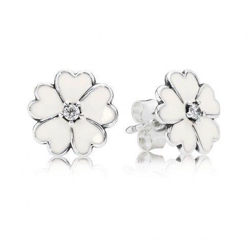 Pandora zilveren Oorknoppen 'Bloemen'  290569EN12 met wit emaille en een hartje van zirkoniasteen. https://www.timefortrends.nl/sieraden/pandora.html#p=6