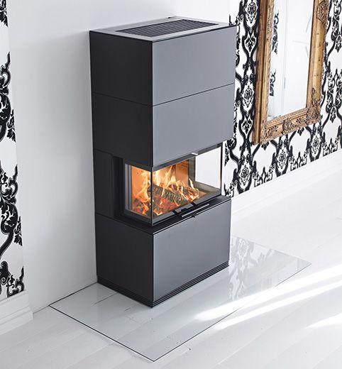 Med generösa glas på tre sidor och en rymlig brännkammare är Contura i51 verkligen en insats för det moderna hemmet. Tekniken under den estetiska huven är särskilt anpassad till hus med modern uppvärmningsteknik som bildar undertryck.