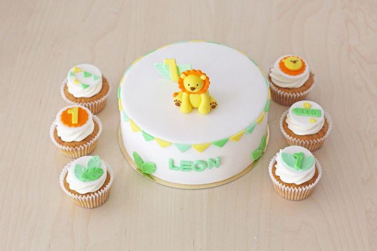 tort z lwiątkiem + cupcakes z urodzinową dekoracją