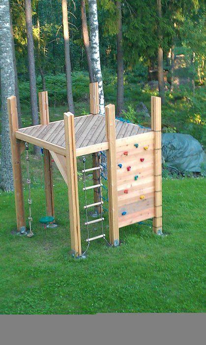 Klettergerüst: Fügen Sie eine Rutsche und ein Segeltuchdach für Schatten und