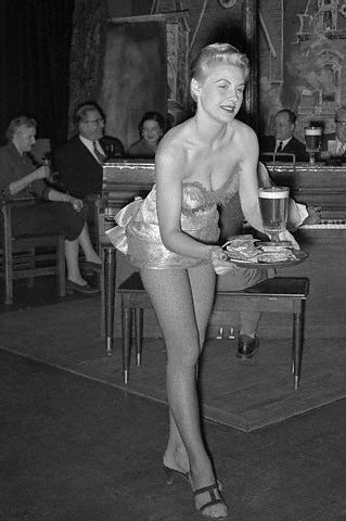 IMAGE UPDATE: Server at The Gaslight Club [Need to acquire from Corbis-U1098482: £161 FOR 5 YEARS]