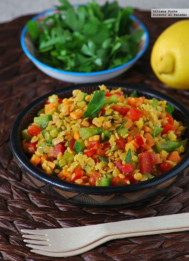 Disfruto como nadie de las legumbres en platos de cuchara más tradicionales, pero con el verano a la vuelta de la esquina voy adaptando poco a poco el receta...