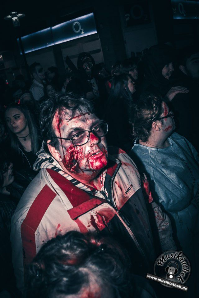 Zombie Alarm... Ein paar schaurige Kostüm und Makeup Ideen für Halloween oder Karneval gefällig? Willkommen in der Grusel Abteilung. Einige der besten Horror Kostüme und Makeups findet ihr auf der Website :) #zombie #horrormakeup #karneval #halloween #halloweencostume #halloweenmakeup #karnevalskostüm