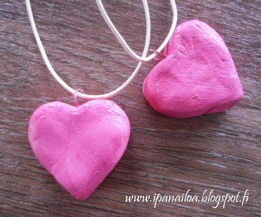 askartelua: ystävänpäivä, äitienpäivä, sydän koru, massa-askartelu crafts: Valentine's Day, Mother's Day, heart necklace, mass-crafting hantverk: Alla hjärtans dag, mors dag, hjärta halsband, mass crafting http://ipanaaskartelua.blogspot.fi/2014/04/sydankaulanauha.html