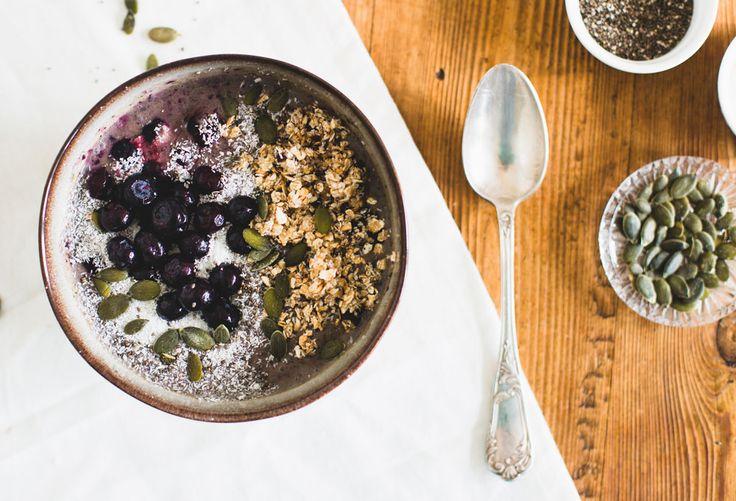 Smoothie bowl met snelle granola