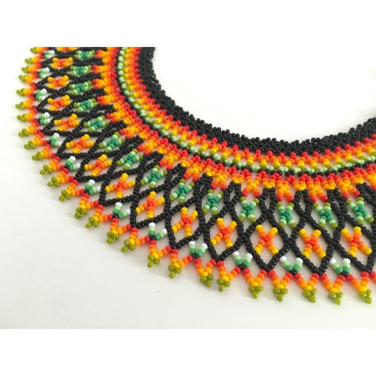 Collar Chaquira elaborado por la tribu Embera de la costa pacífica de Colombia.