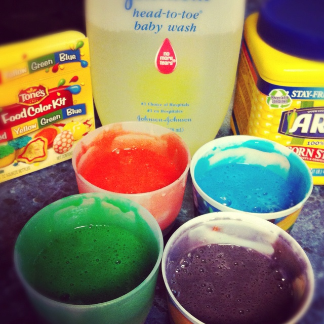 DYI Bath paint  1 cup no tears bath soap so they can pain themselves   4 tbs corn starch  2-3 drops food coloring :)Diy Bath, Food Colors, Bath Painting, Food Coloring, Drop Food, Bath Soaps, Dyi Bath, Corn Starch, Bathtubs Painting