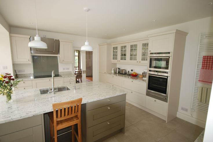 Eribol kitchen painted in Mussell & Olive with Colonial white ...