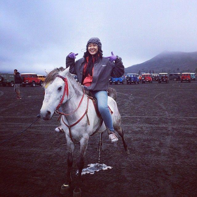 Gak demen banget.... saat menunggang kuda buang air.  by nurzanakn