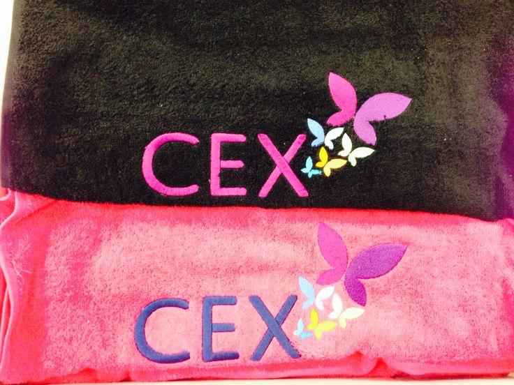 Luxe geborduurde handdoeken.