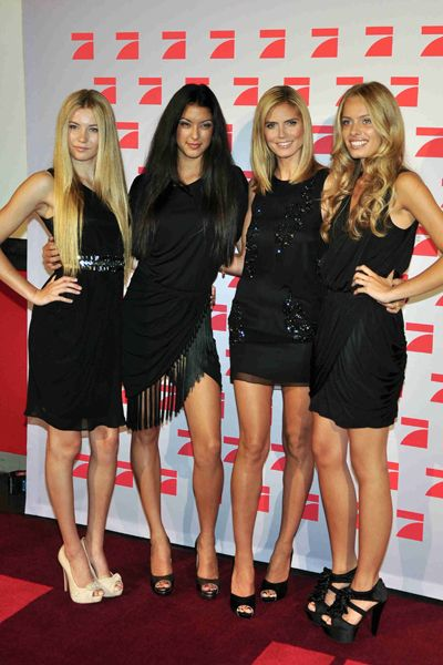 Heidi Klum at Germanys Next Top ModelMinis Dresses, Chilis Tops, Tops Secret, Glittery Minis, Next Tops Models, Germany, Thanksheidi Klum, Models Awesome, Real Celebrities
