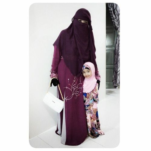 Mother and Daughter Muslimah