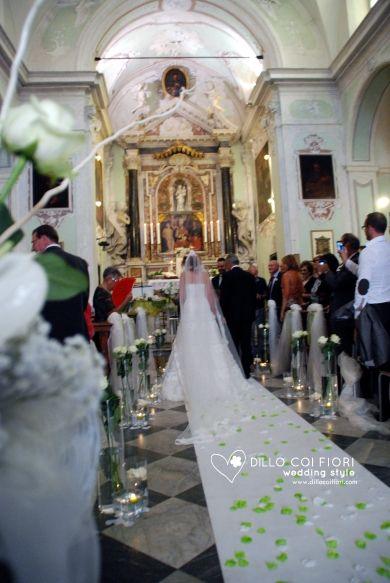 Lerici chiesa S.Rocco la navata durante  matrimonio allestita