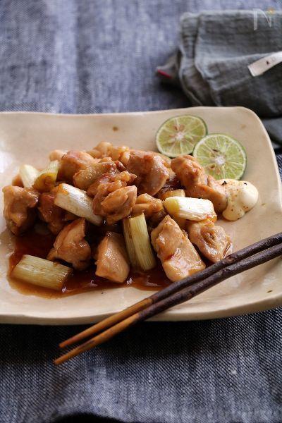 フライパンで作るジューシーな焼き鳥。甘辛のタレをたっぷり絡めて。  ごはんにのせて焼き鳥丼もおすすめです。