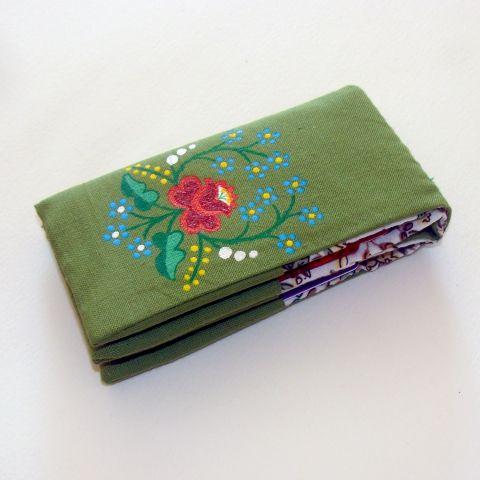 Zöld kalocsai mintás kártyatartó textilből - nőies, tavasz hangulatú - egyedi, kézi festésű, Táska, Magyar motívumokkal, Pénztárca, tok, tárca, Meska
