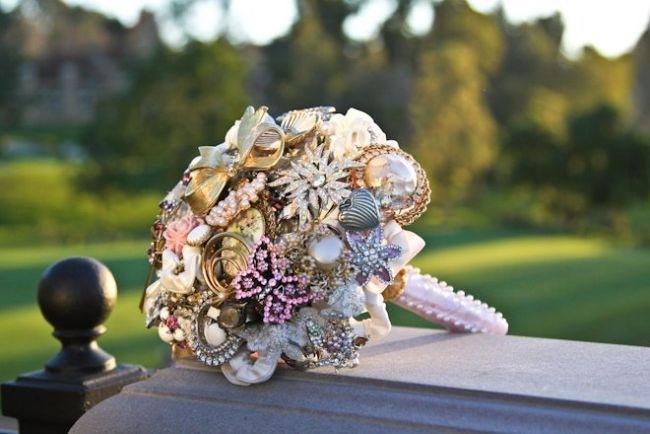 http://www.hispabodas.com/img/fotos/1145-ramos-de-novia-sin-flores-imagenes-de-fantasy-floral-de.jpg