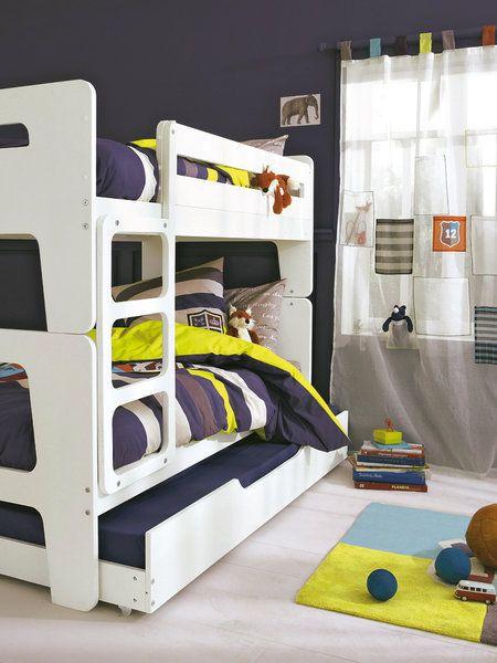 Habitación infantil con litera y cama supletoria a ras de suelo
