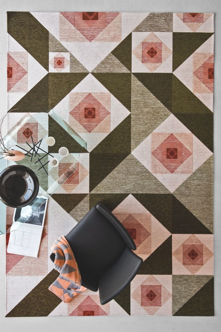 ROSE is a jacquard-woven rug, made from mixed cotton and chenille yarns with a plush effect. ROSE belongs to CODE. #calligaris #toronto #code