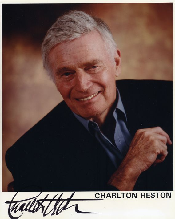 Charleton Heston (1924 - 2008). In 2002, he announced to the world he was diagnosed with Alzheimer's.