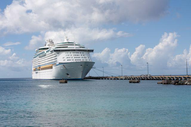 Notre bateau de croisière dans les Caraibes - Royal Caribbean - Photo de Jennifer Doré Dallas - www.moimessouliers.org