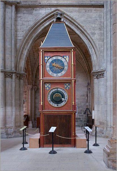 Cathédrale Saint-Etienne de Bourges L'horloge astronomique