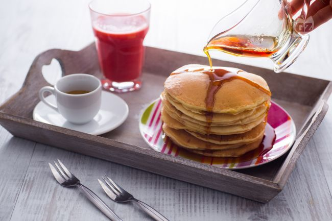 Preparare i pancakes in casa è molto semplice, occorrono pochi ingredienti ed il gioco è fatto! Soffici frittelle da guarnire come si preferisce.