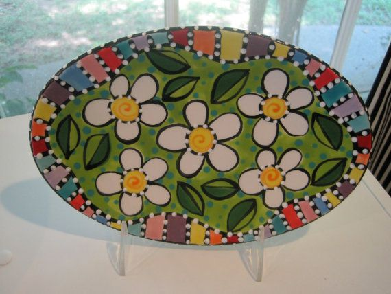 Hand painted dasiy dish, it looks great to display or to serve food. It is dishwasher and microwave safe. Its the perfect size for so many things.