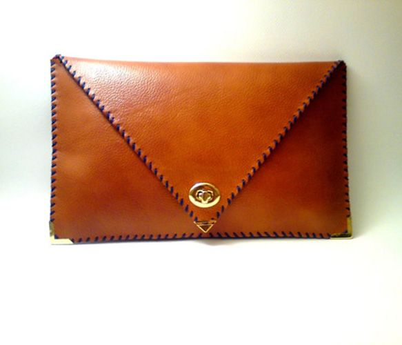 Handmade Leather Clutch: Leather Clutches Wallets, Clutches Uncovet, Leather Envelopes, Leather Clutchff, Leather Tans, Bags Clutches, Handmade Leather, Clutches Bullheadblack, Envelopes Clutches