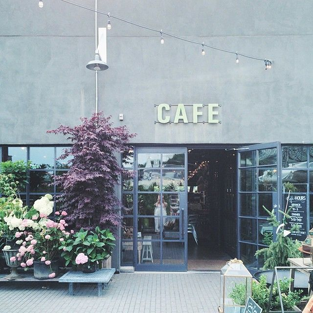 A pretty moment at the Westport store, caught by Instagram norrizzo.