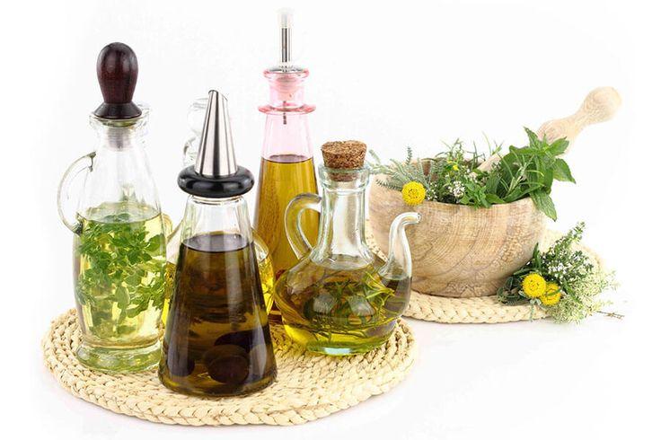 Оливковые масла и пряности в ступке