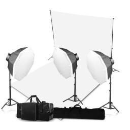 It can hold and support canvas muslin backdrops, vinyl backgrounds, paper backdrops etc. with ease. Quick to dismantle and assemble for swift pack-ups.